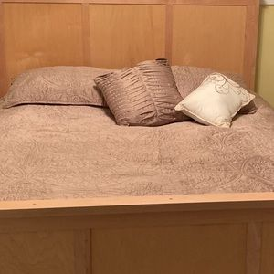Other - 5 piece Queen size coverlet